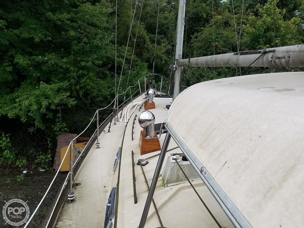 1980 Pearson boat for sale, model of the boat is 424 & Image # 16 of 40