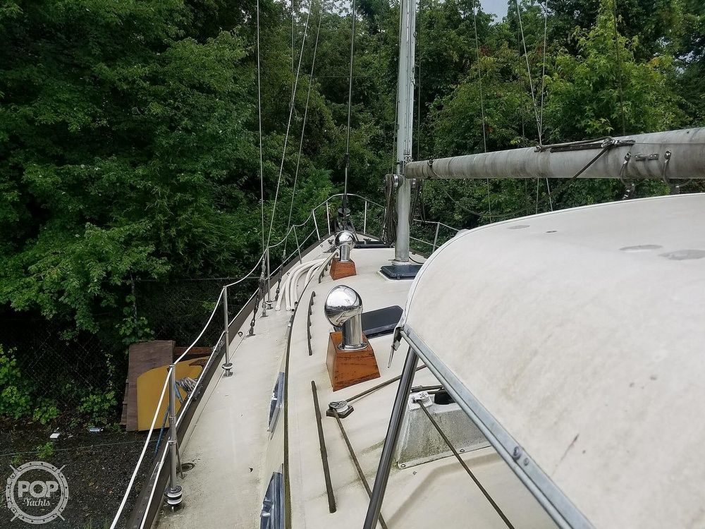 1980 Pearson boat for sale, model of the boat is 424 & Image # 17 of 40