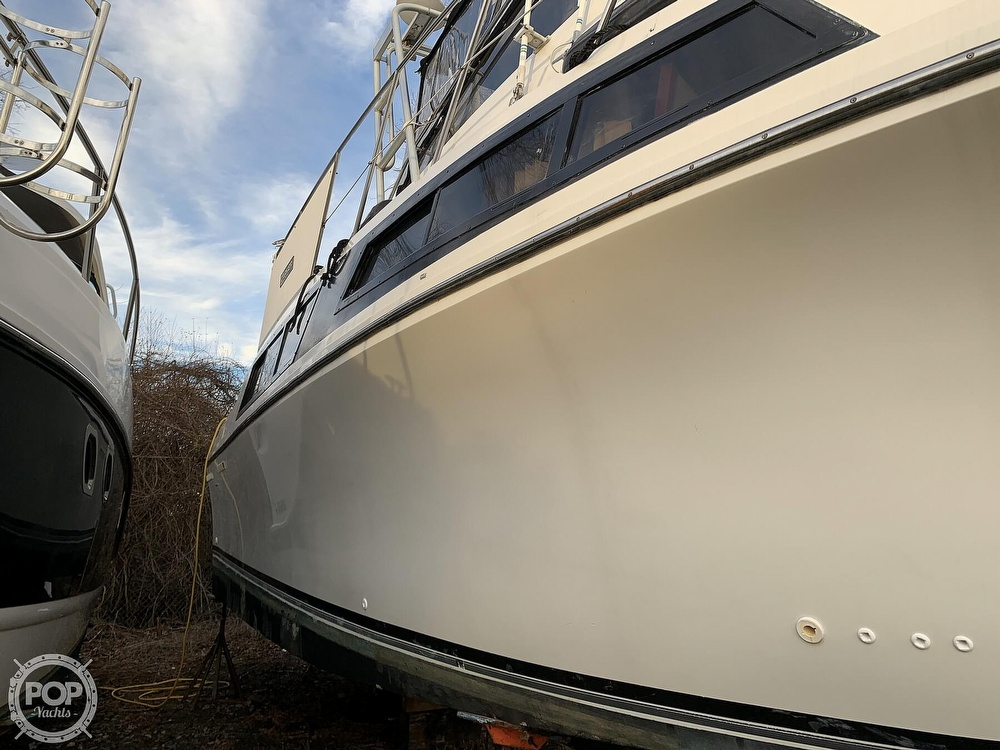 1986 Carver boat for sale, model of the boat is 3297 Mariner & Image # 32 of 40