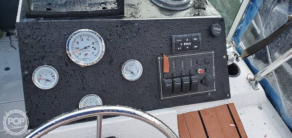 1987 Wellcraft boat for sale, model of the boat is 23 Sports Fisherman & Image # 5 of 40