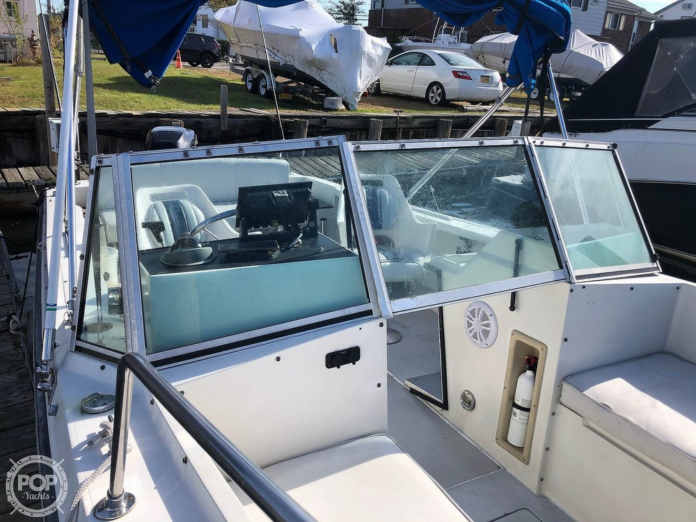 1987 Wellcraft boat for sale, model of the boat is 23 Sports Fisherman & Image # 7 of 40