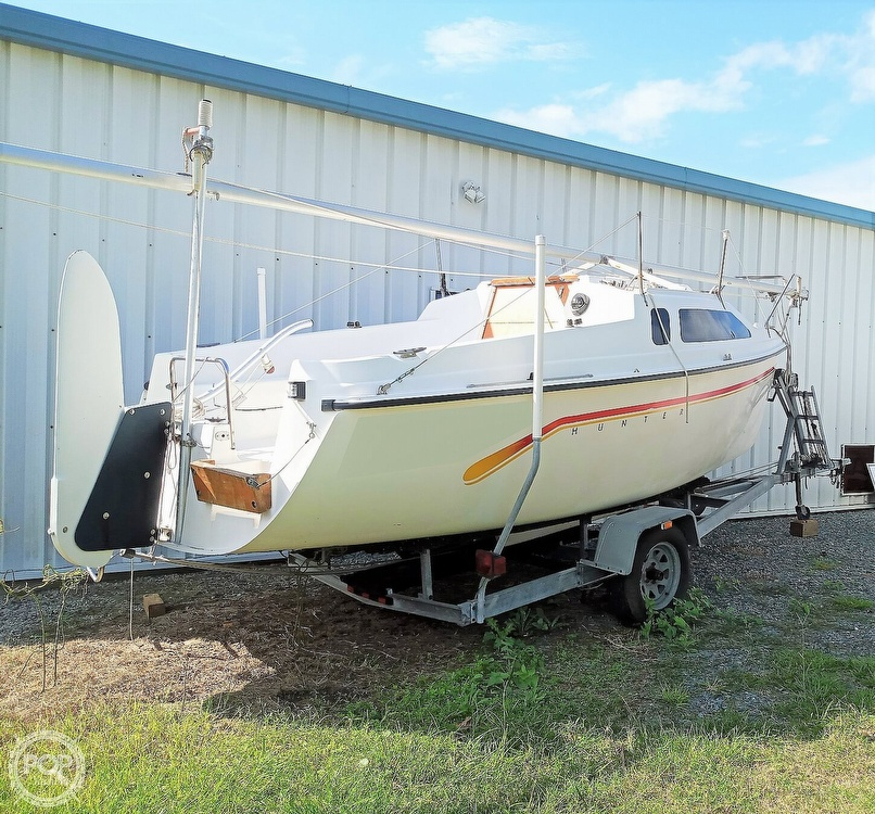 1994 Hunter boat for sale, model of the boat is 19 & Image # 5 of 41