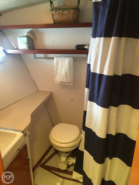 1967 Hatteras boat for sale, model of the boat is 41' Convertible & Image # 20 of 40
