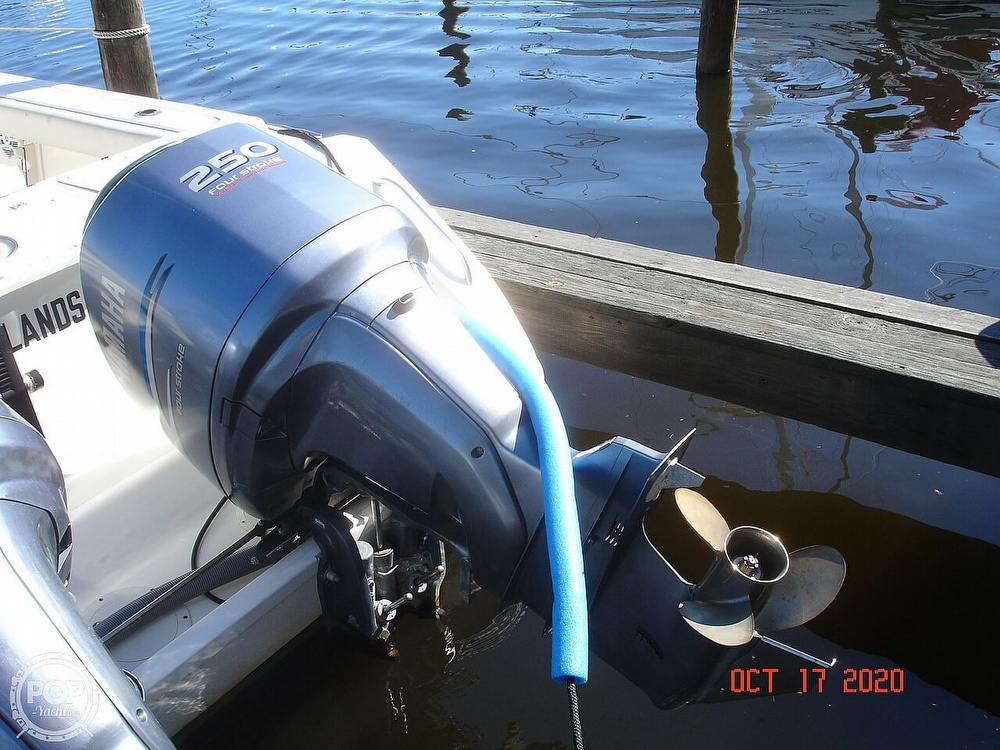 2006 Pursuit boat for sale, model of the boat is 3070 Offshore & Image # 16 of 40