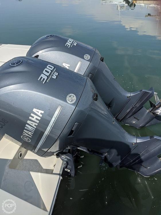2004 Regulator Marine boat for sale, model of the boat is 32 & Image # 19 of 40