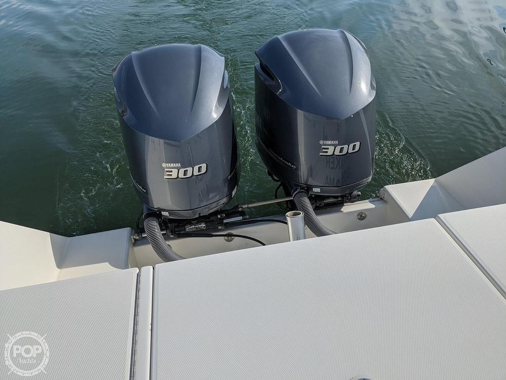 2004 Regulator Marine boat for sale, model of the boat is 32 & Image # 17 of 40