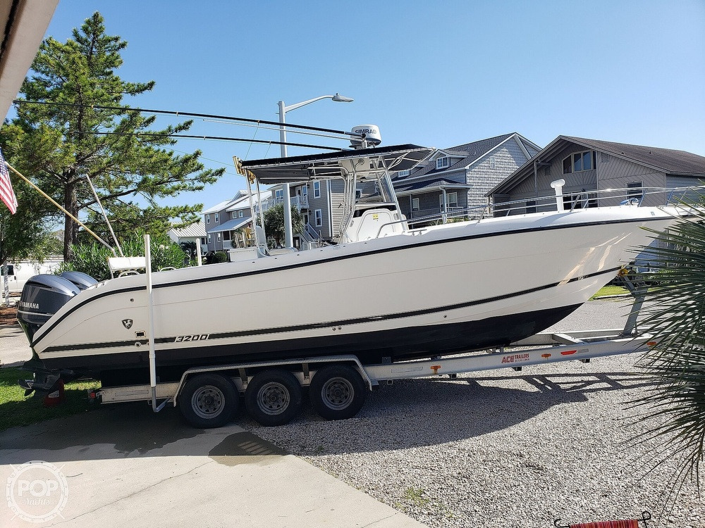 2002 Century boat for sale, model of the boat is 3200 & Image # 2 of 40