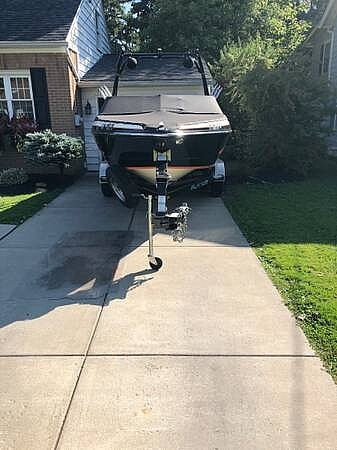 2016 Larson boat for sale, model of the boat is LSR 2300 & Image # 15 of 41