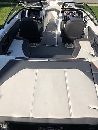 2016 Larson boat for sale, model of the boat is LSR 2300 & Image # 20 of 41
