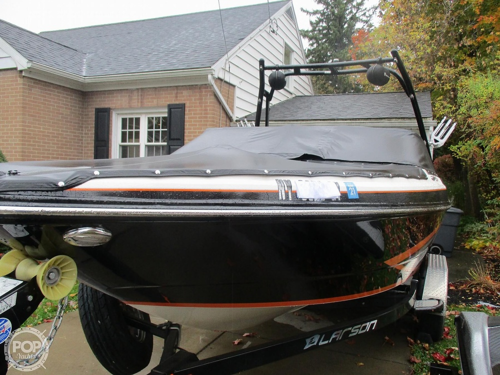 2016 Larson boat for sale, model of the boat is LSR 2300 & Image # 23 of 41