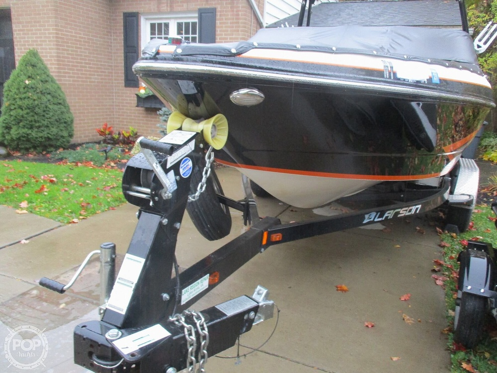 2016 Larson boat for sale, model of the boat is LSR 2300 & Image # 24 of 41
