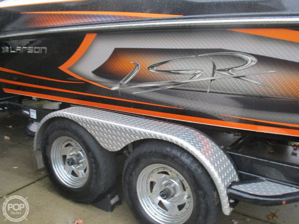 2016 Larson boat for sale, model of the boat is LSR 2300 & Image # 30 of 41
