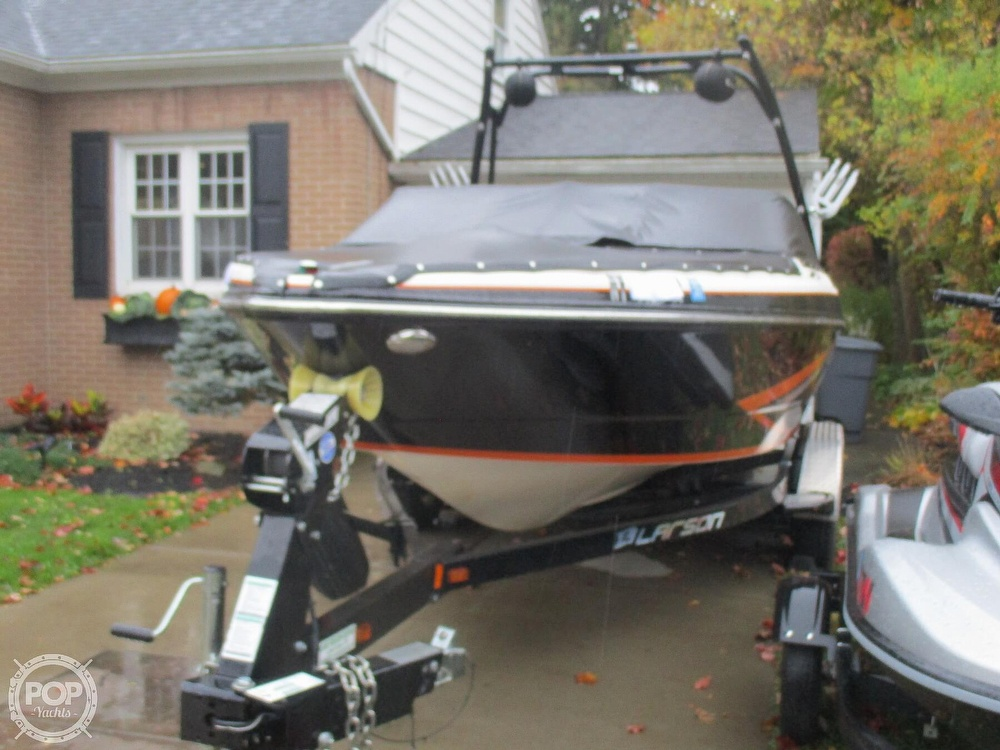2016 Larson boat for sale, model of the boat is LSR 2300 & Image # 34 of 41