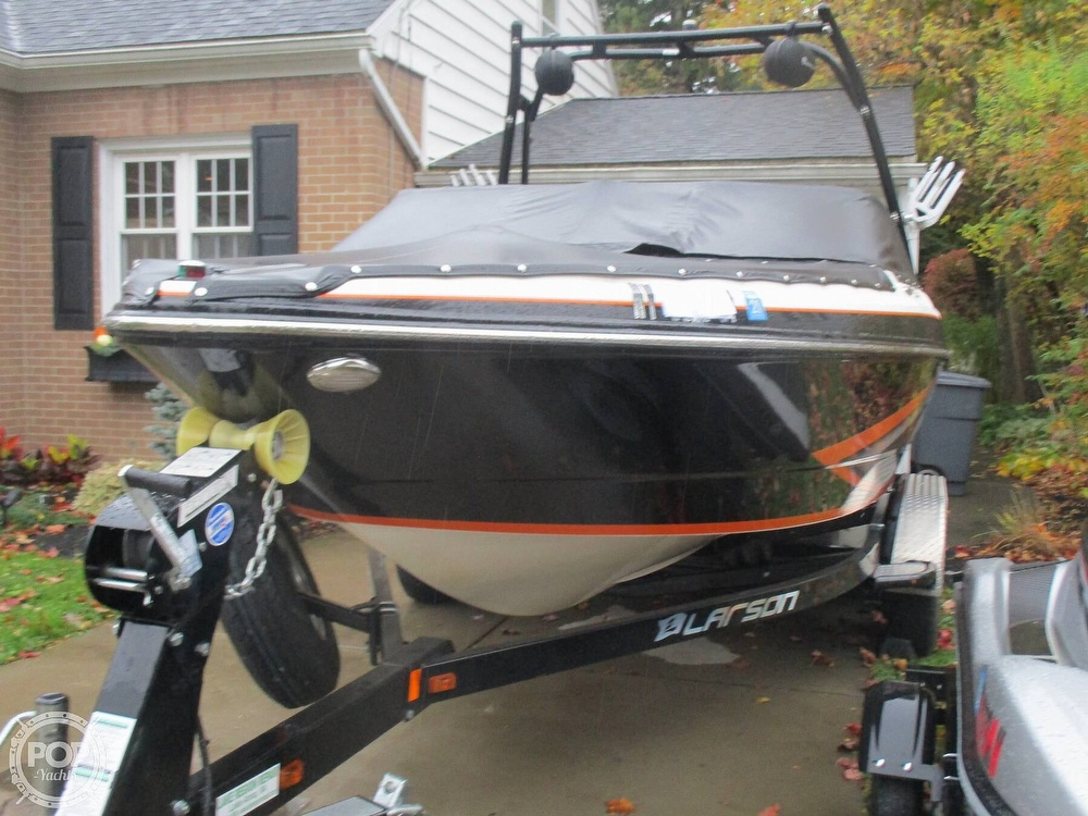2016 Larson boat for sale, model of the boat is LSR 2300 & Image # 35 of 41
