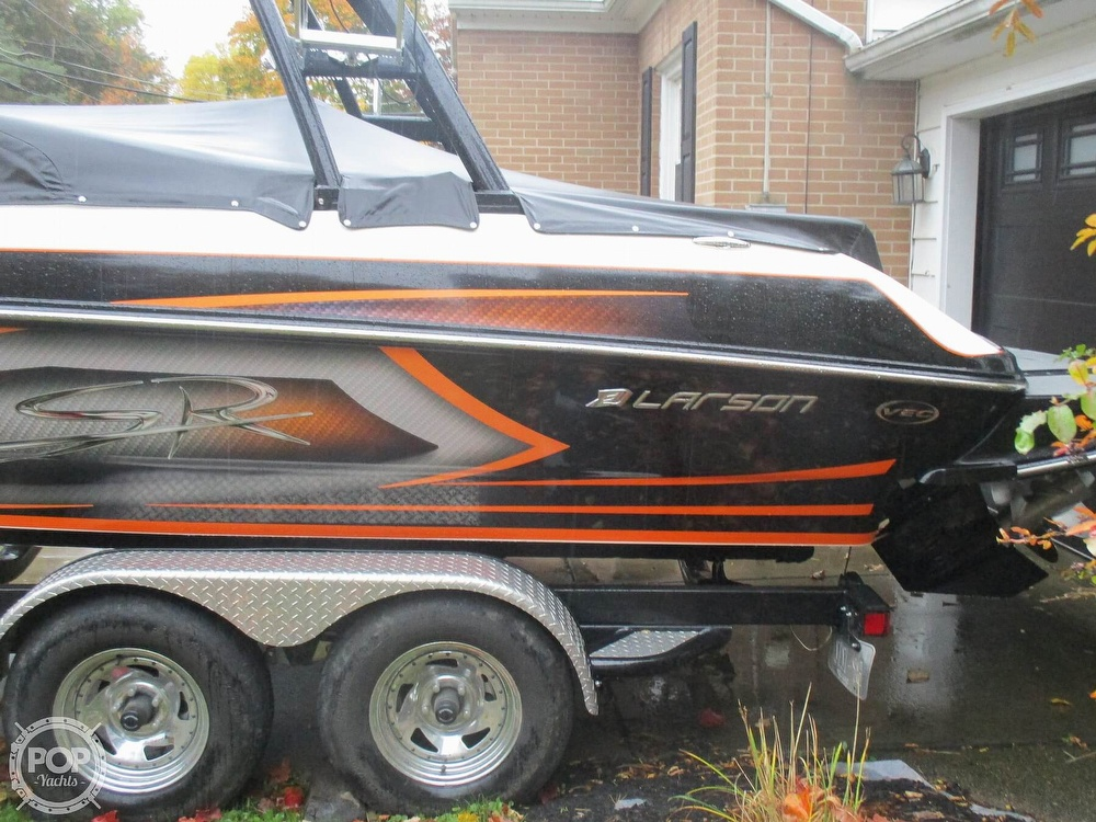 2016 Larson boat for sale, model of the boat is LSR 2300 & Image # 37 of 41
