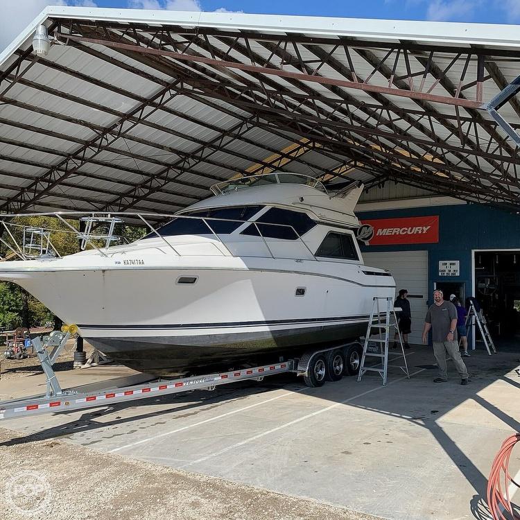 1997 Bayliner boat for sale, model of the boat is 3258 Avanti Flybridge & Image # 2 of 41