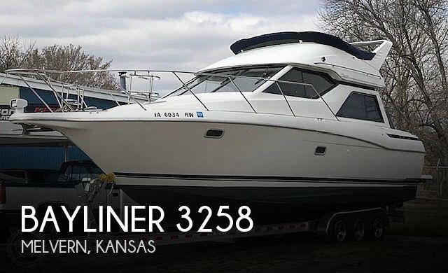 1997 Bayliner boat for sale, model of the boat is 3258 Avanti Flybridge & Image # 1 of 41