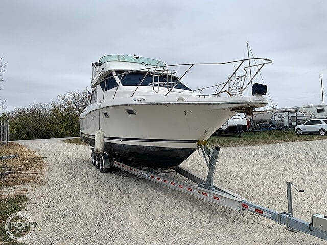 1997 Bayliner boat for sale, model of the boat is 3258 Avanti Flybridge & Image # 14 of 41