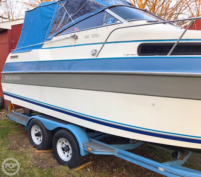 1991 Four Winns boat for sale, model of the boat is 235 Vista & Image # 3 of 40