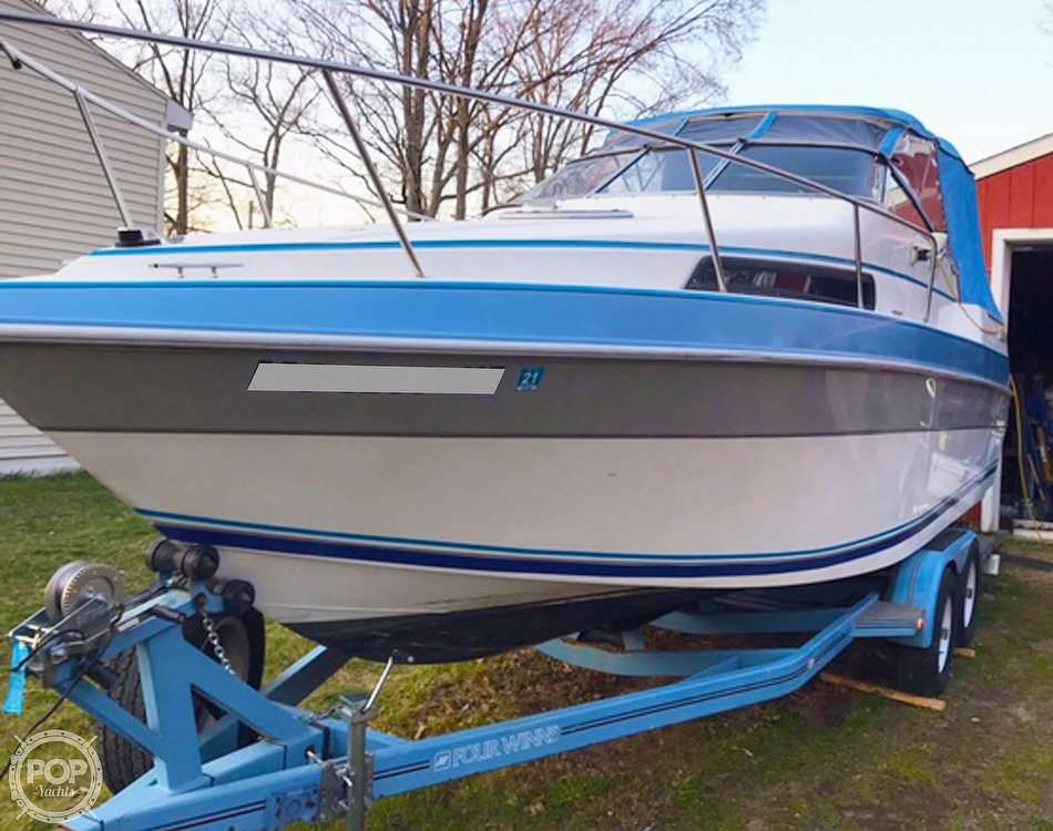 1991 Four Winns boat for sale, model of the boat is 235 Vista & Image # 4 of 40