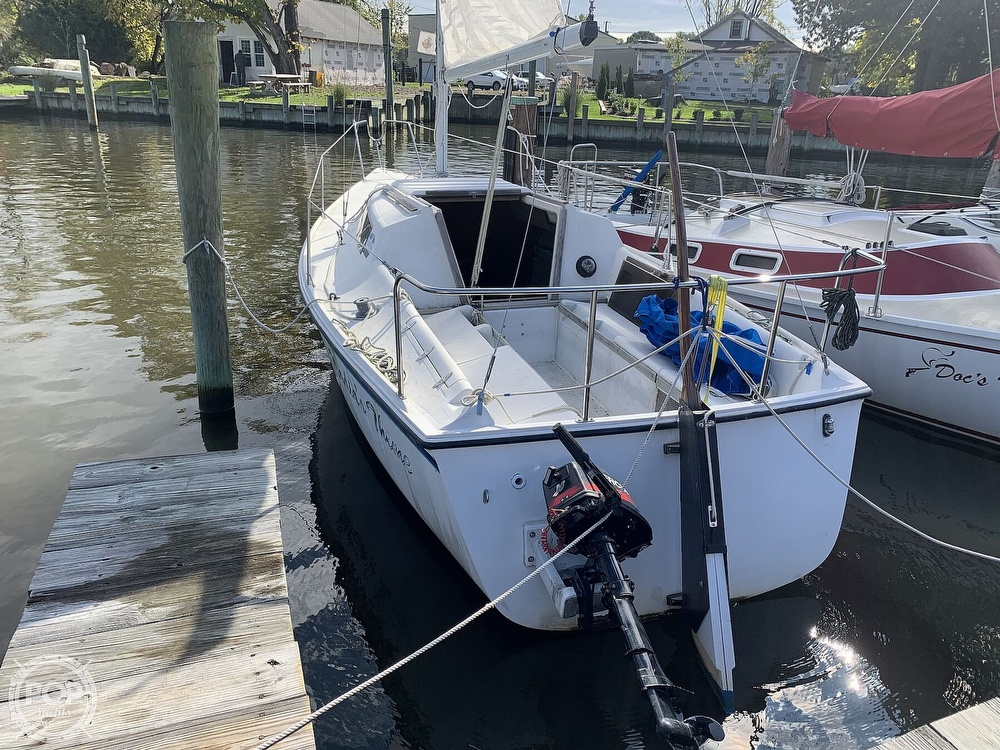 1985 Hunter boat for sale, model of the boat is 23 & Image # 4 of 40