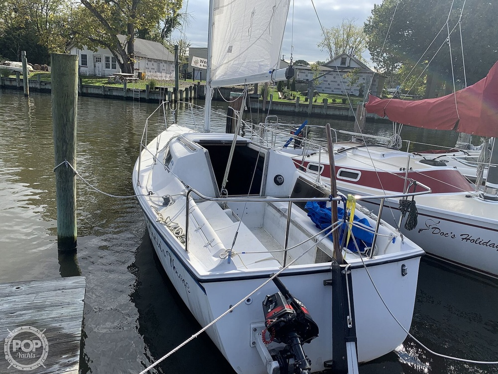 1985 Hunter boat for sale, model of the boat is 23 & Image # 5 of 40