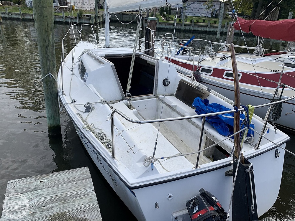 1985 Hunter boat for sale, model of the boat is 23 & Image # 9 of 40