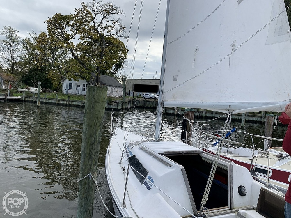 1985 Hunter boat for sale, model of the boat is 23 & Image # 20 of 40