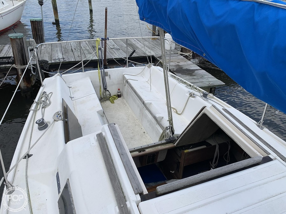1985 Hunter boat for sale, model of the boat is 23 & Image # 30 of 40