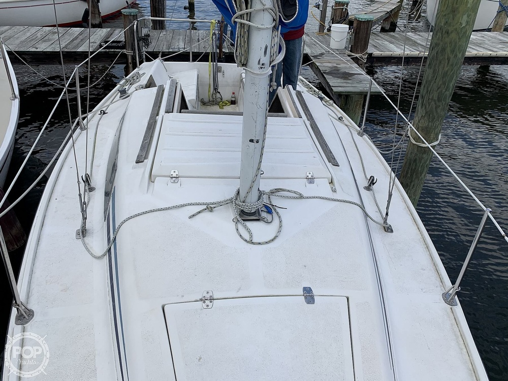 1985 Hunter boat for sale, model of the boat is 23 & Image # 32 of 40