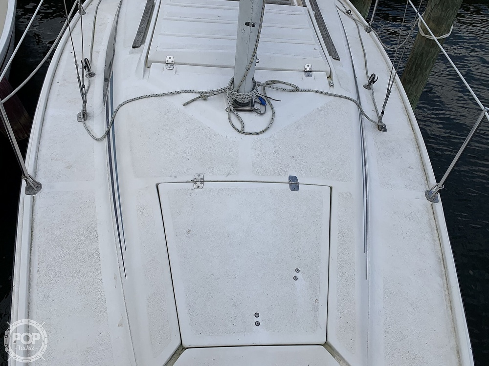 1985 Hunter boat for sale, model of the boat is 23 & Image # 33 of 40
