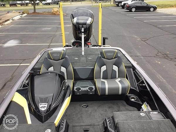 2018 Skeeter boat for sale, model of the boat is FX20 Limited Edition & Image # 5 of 9