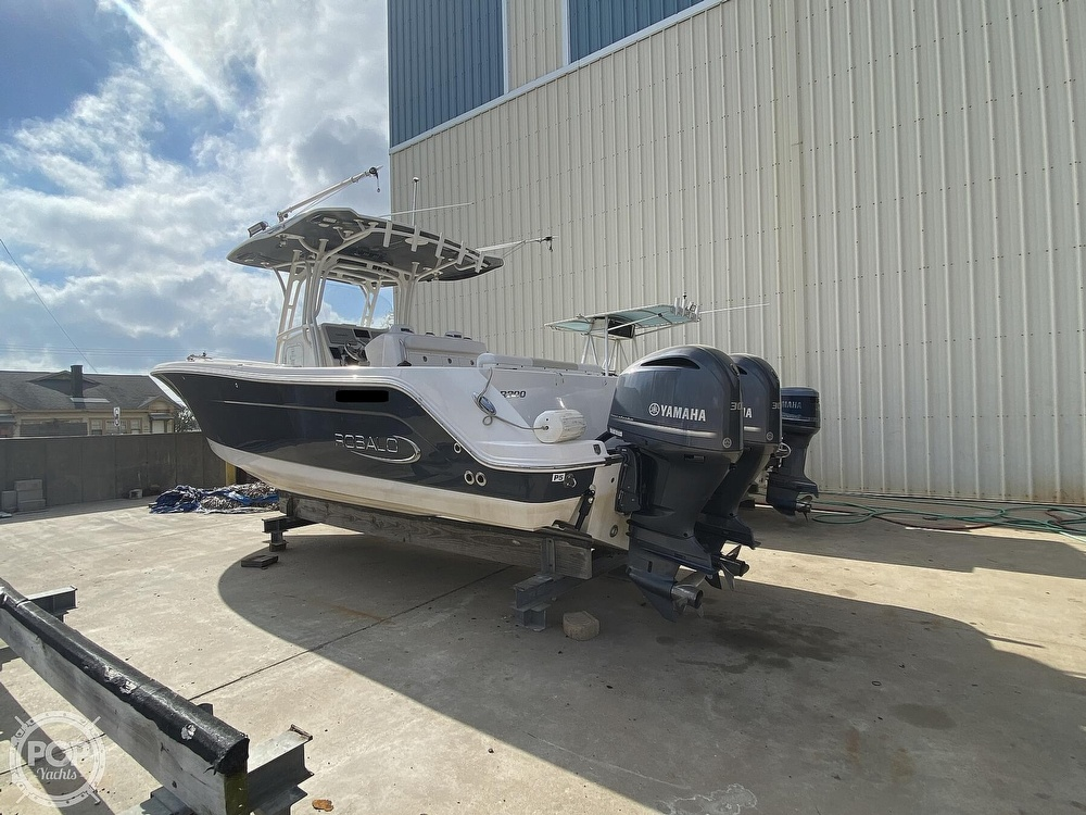 2016 Robalo boat for sale, model of the boat is R300 CC & Image # 27 of 40