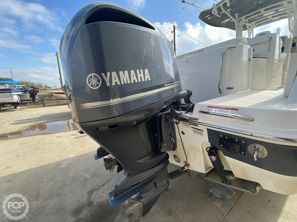 2016 Robalo boat for sale, model of the boat is R300 CC & Image # 32 of 40