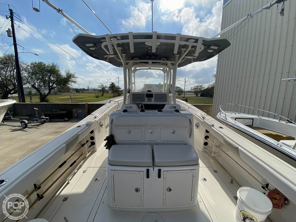 2016 Robalo boat for sale, model of the boat is R300 CC & Image # 14 of 40