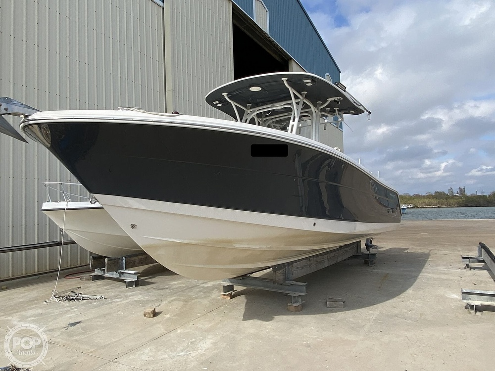 2016 Robalo boat for sale, model of the boat is R300 CC & Image # 2 of 40