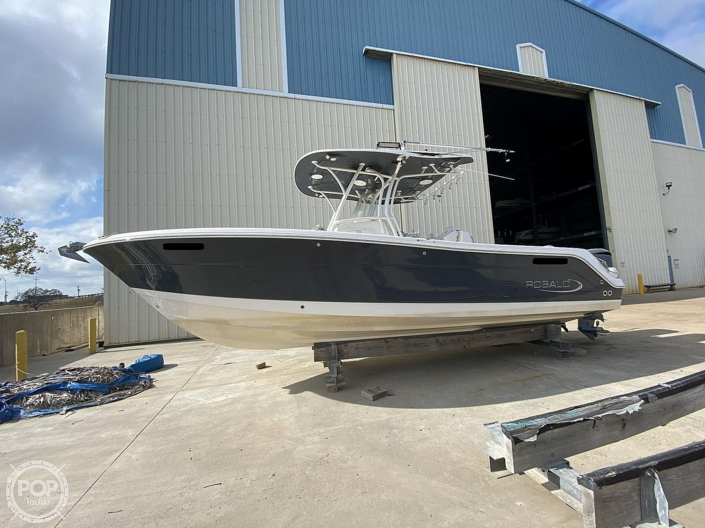 2016 Robalo boat for sale, model of the boat is R300 CC & Image # 3 of 40
