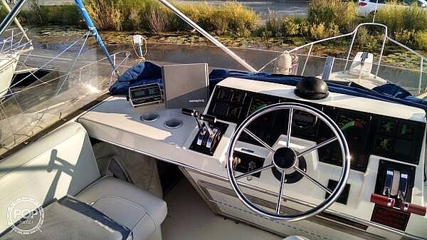 1987 Bayliner boat for sale, model of the boat is 3270 & Image # 5 of 11