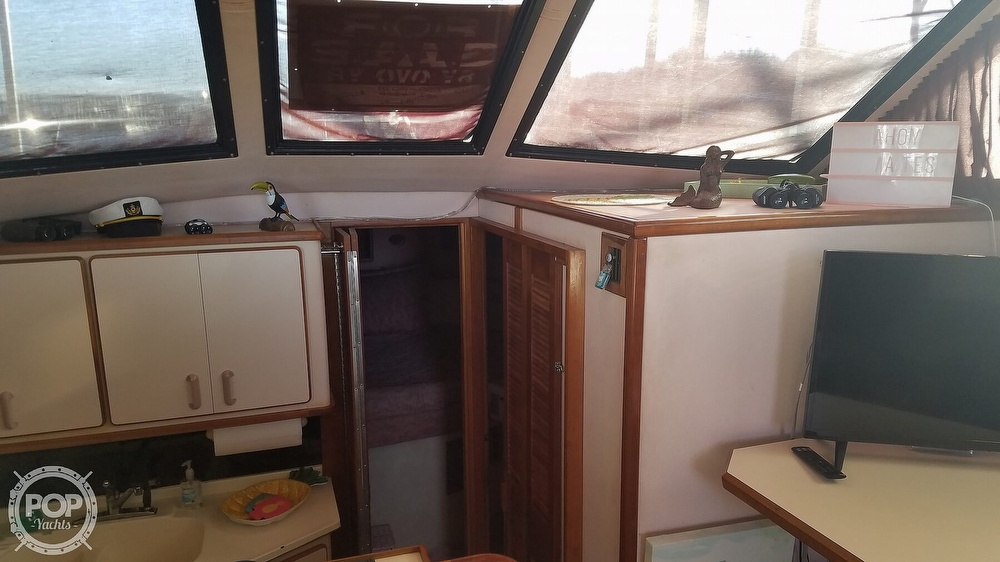 1989 Sea Ray boat for sale, model of the boat is 380 Aft Cabin & Image # 30 of 40
