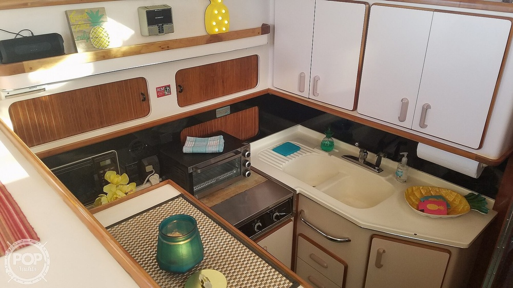 1989 Sea Ray boat for sale, model of the boat is 380 Aft Cabin & Image # 32 of 40
