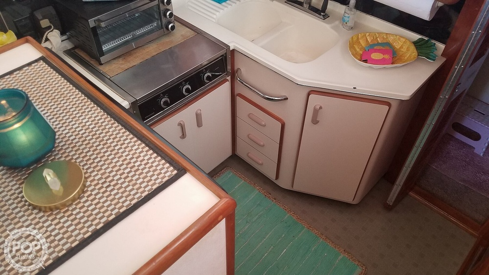 1989 Sea Ray boat for sale, model of the boat is 380 Aft Cabin & Image # 34 of 40