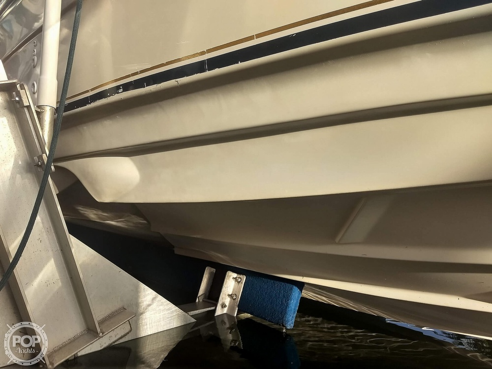 2001 Regal boat for sale, model of the boat is Commodore 2760 & Image # 15 of 40