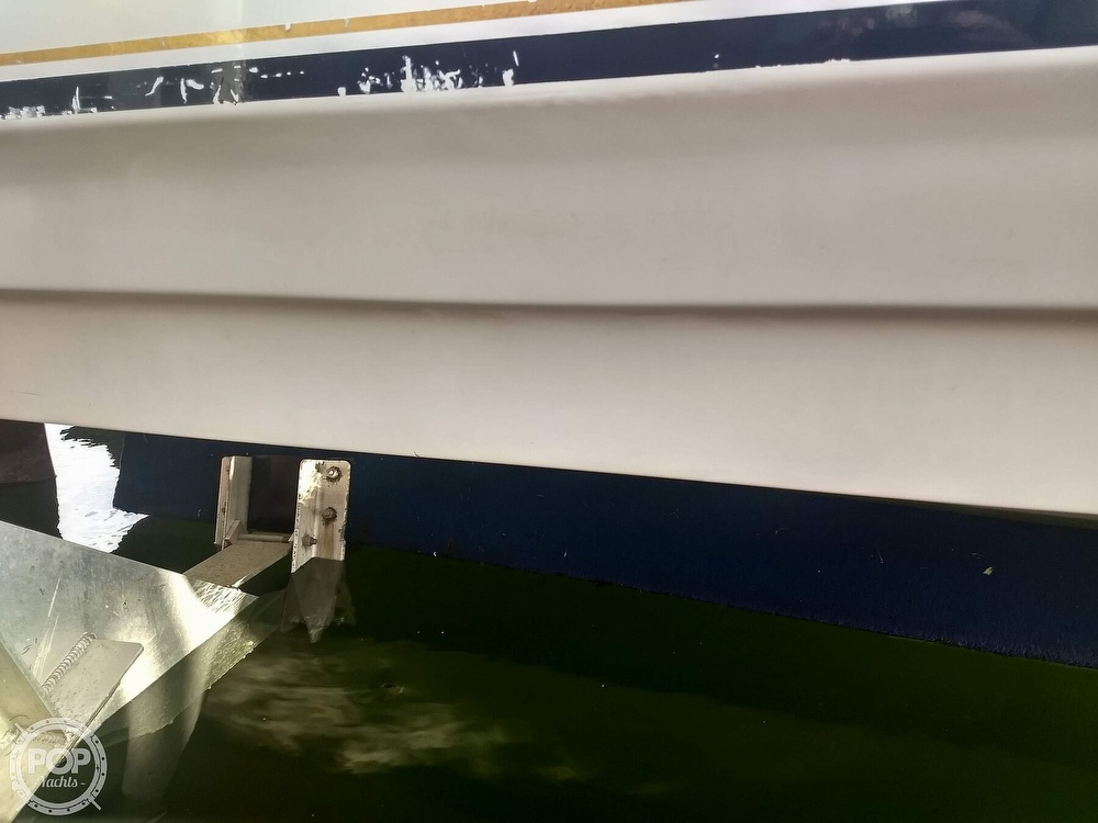 2001 Regal boat for sale, model of the boat is Commodore 2760 & Image # 18 of 40
