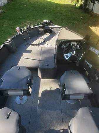 2018 Lowe boat for sale, model of the boat is FM 165 Pro & Image # 5 of 41