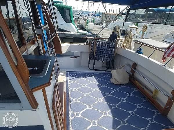 1986 Bayliner boat for sale, model of the boat is Explorer 3270 Diesel & Image # 8 of 40