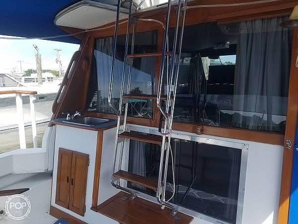 1986 Bayliner boat for sale, model of the boat is Explorer 3270 Diesel & Image # 7 of 40