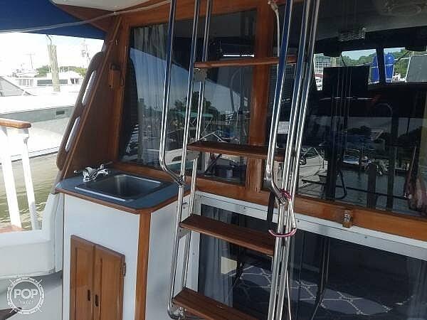 1986 Bayliner boat for sale, model of the boat is Explorer 3270 Diesel & Image # 6 of 40