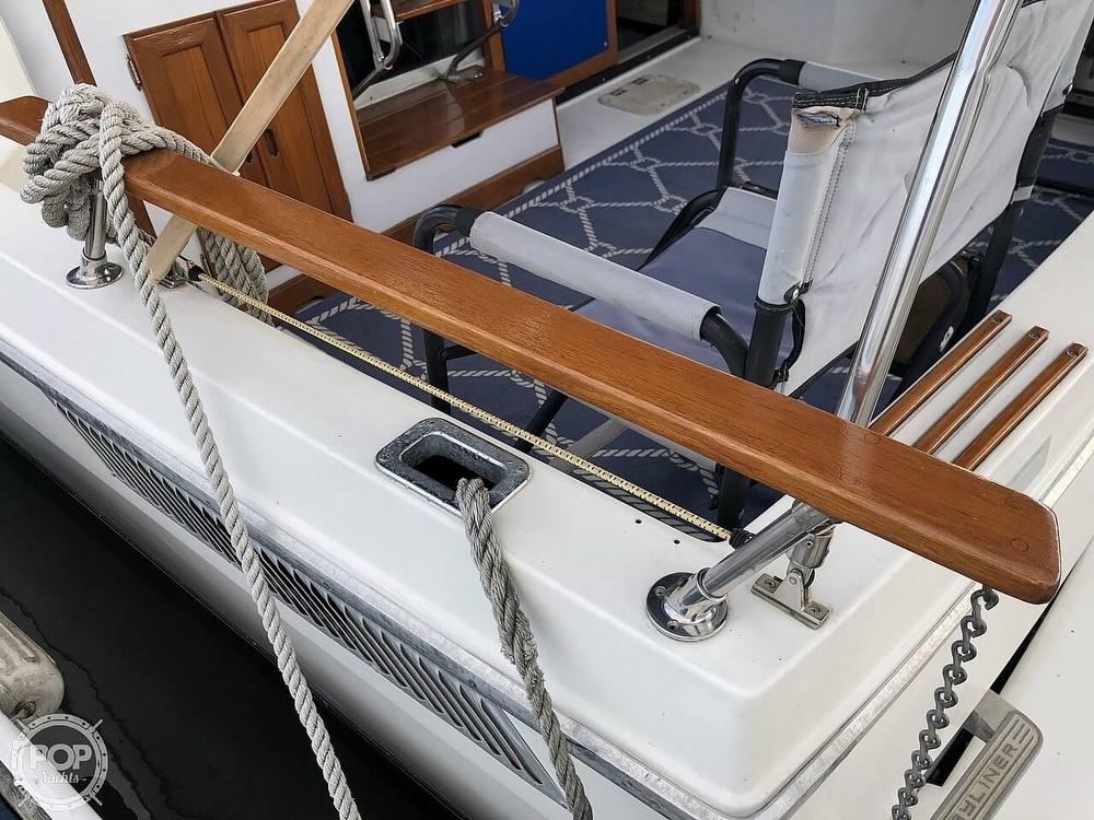 1986 Bayliner boat for sale, model of the boat is Explorer 3270 Diesel & Image # 4 of 40