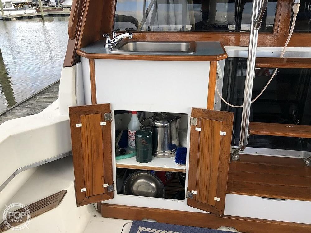 1986 Bayliner boat for sale, model of the boat is Explorer 3270 Diesel & Image # 14 of 40