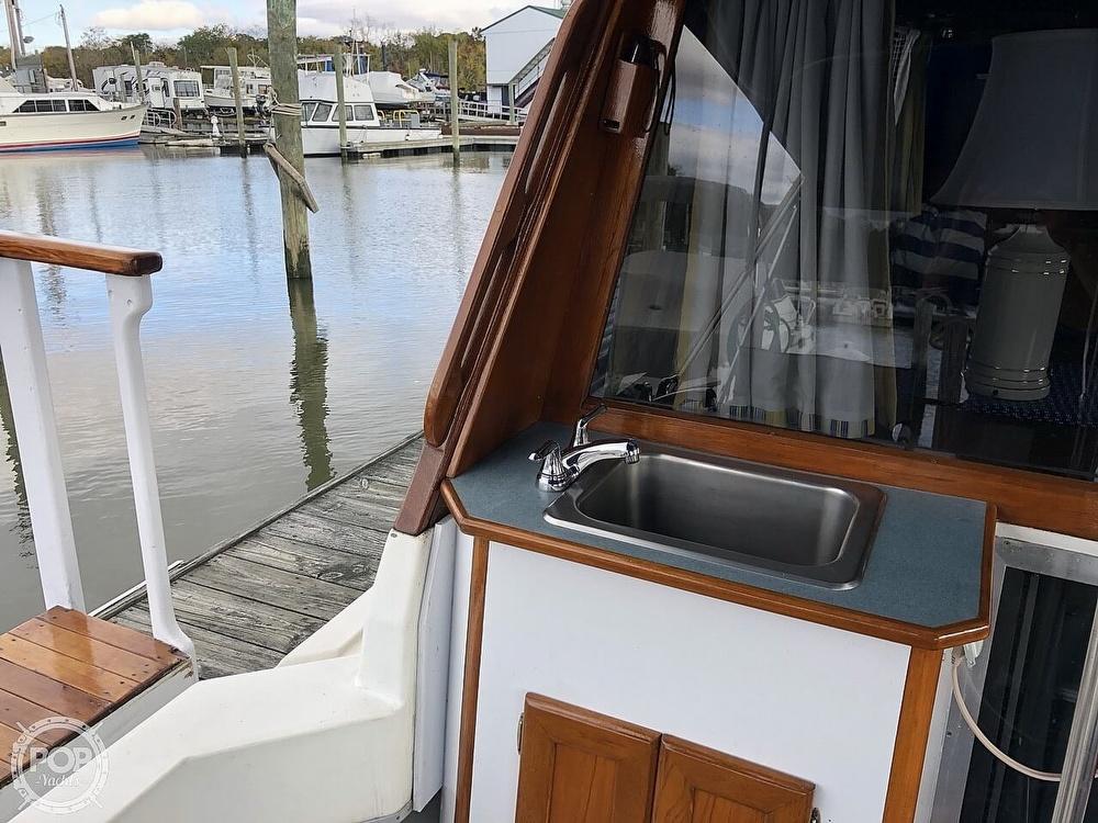 1986 Bayliner boat for sale, model of the boat is Explorer 3270 Diesel & Image # 18 of 40